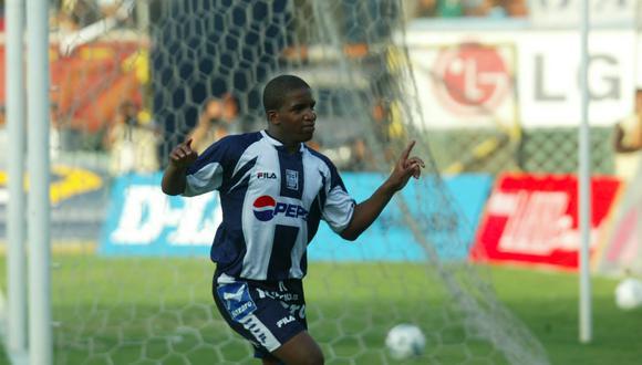 Escena del último gol de Jefferson Farfán ante Universitario, el 2 de mayo de 2004. (Foto: Archivo GEC)