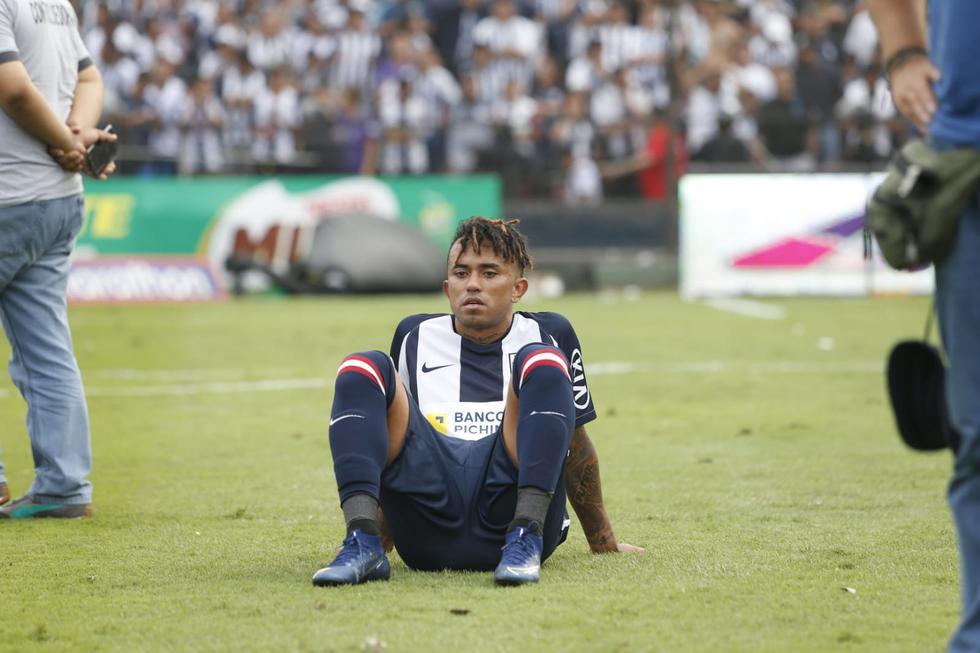 Los jugadores de Alianza Lima abandonaron cabizbajos el campo de Matute tras perder la final   Foto: GEC