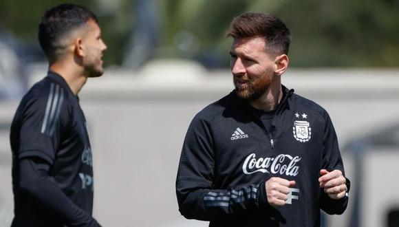 Lionel Messi y una publicación que se viralizó en redes sociales. (Foto: EFE)