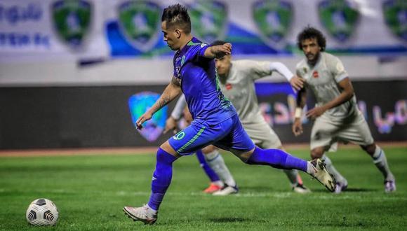 Cueva y Carrillo chocaron este domingo por la liga Árabe. (Foto: Al Hilal)