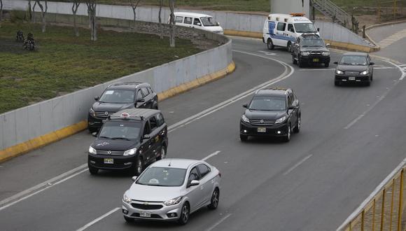Flores-Aráoz comentó que es necesario que las unidades particulares también circulen los domingos.  (Fotos Violeta Ayasta / @photo.gec)