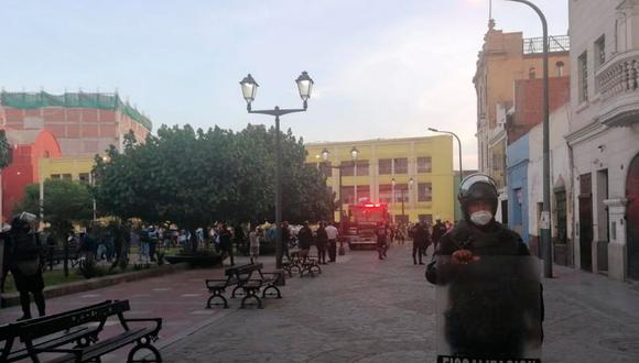 Las autoridades cercaron la zona para permitir el trabajo de los Bomberos. (Foto: Municipalidad de Lima)