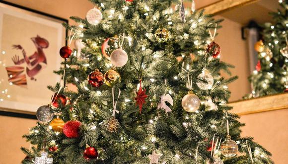 El árbol de Navidad se caracteriza por sus bolas, guirnaldas y luces. Para coronar, no puede faltar la estrella de Belén. (Foto: Free-Photos / Pixabay)