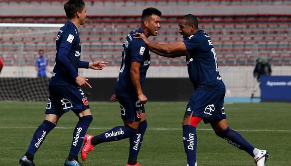 Gonzalo Espinoza ha marcado el primer gol para la Universidad de Chile, el del empate ante los Albos, en el clásico que se viene disputando en el Nacional