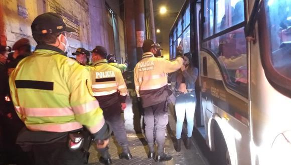 Los infractores fueron trasladados en un bus de Serenazgo de Lima hasta la comisaría de San Andrés. (Foto:MML)