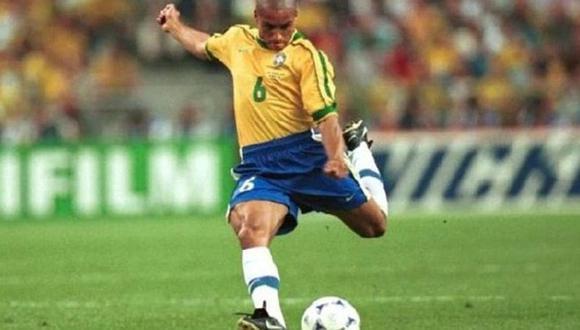 YouTube: Roberto Carlos no pierde la magia y repitió el golazo de tiro libre a Francia en 1998 | VIDEO