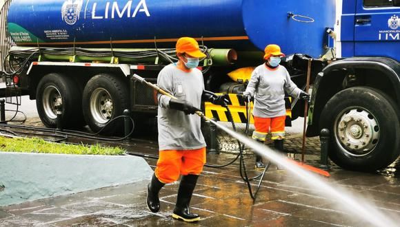 El personal edil que realizó las labores contó  con un equipo de protección para evitar contagios de COVID-19. (Municipalidad de Lima)