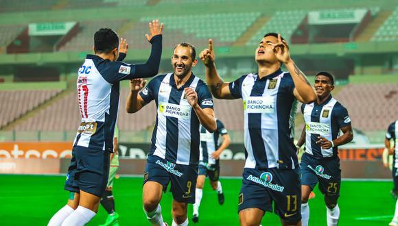 Alianza Lima venció 2-1 a Universitario en el primer clásico del fútbol peruano.