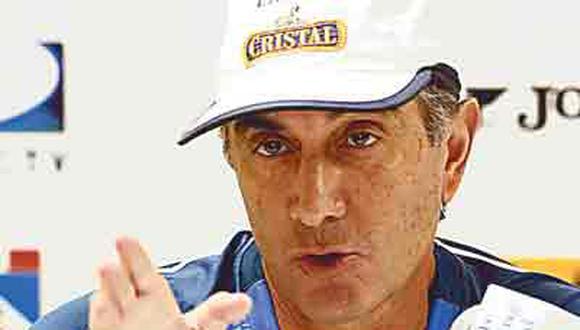Oblitas reitera que seguirá en Cristal y asegura que hay gente que no lo quiere en el club