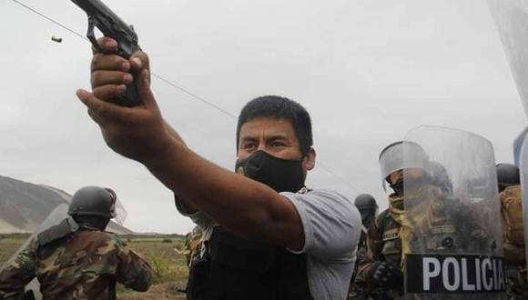 Reportero gráfico que fotografió a policía apuntando a manifestantes indica que no disparó al aire (Foto: Iván Orbegoso / La Industria)