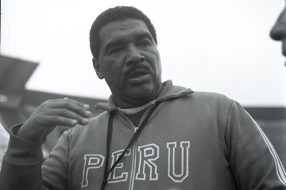 Un 11 de julio de 1928, nació en la ciudad de Lima, don Marcos Calderón Medrano, quien es considerado como el entrenador más exitoso del fútbol peruano. Si alguien encarnó la doctrina del éxito en el fútbol peruano, ese fue Marcos Calderón. Con la selección: campeón de una Copa América (1975) y clasificación a un mundial (1978). Con los equipos nacionales: diez títulos locales y dos clasificaciones a la ronda semifinal de la Copa Libertadores (Universitario 1967 y Alianza Lima 1976). Fue campeón con Boys, la 'U', Cristal y Alianza, y llevó a Municipal a su única Copa  Libertadores.