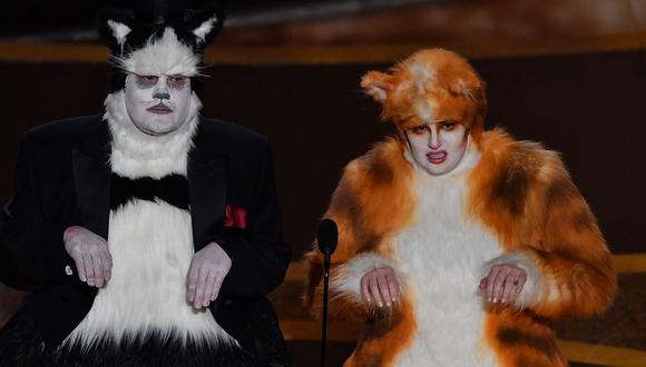 Oscar 2020: James Corden y Rebel Wilson presentaron premio a Mejores efectos especiales disfrazados de gatos. (Foto: AFP)