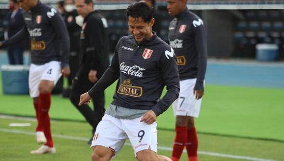 Gianluca Lapadula agradeció el gesto de una fanático peruano. (Foto: FPF)