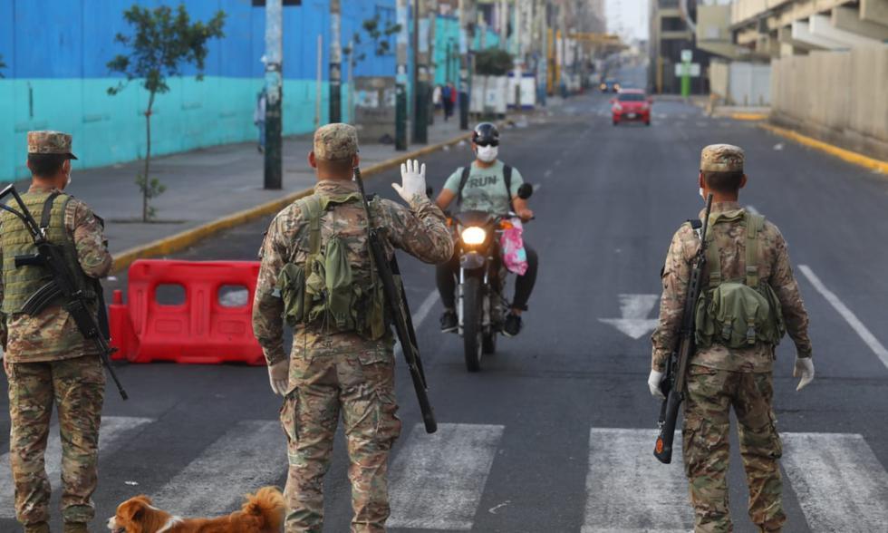 Los militares continúan patrullando en las calles.   Foto: GEC