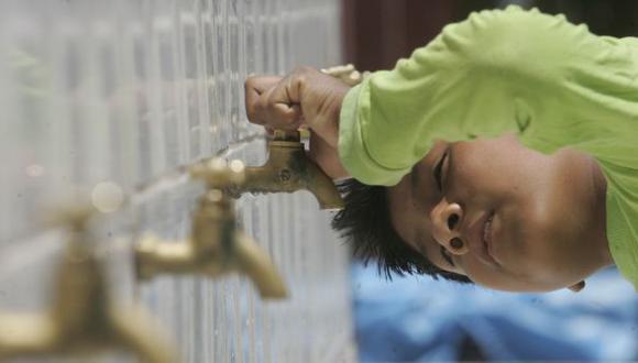Sedapal pidió a los vecinos de Breña tomar sus previsiones ante el corte del servicio de agua. (El Comercio)