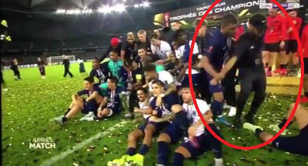 Mbappé botó a Neymar de la foto grupal del PSG y genera enorme polémica mundial | VIDEO