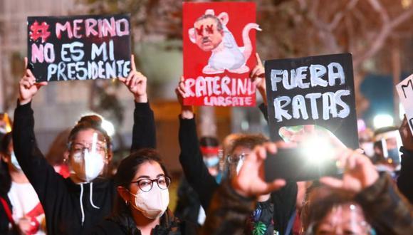 Espacio de Arte pide asistentes de marcha donen sus carteles para realizar un libro. (Foto: Gonzalo Córdova / GEC).