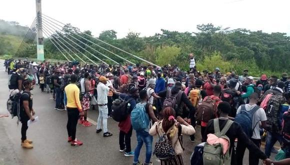 Caravana de migrantes haitianos logra ingresar al Perú.