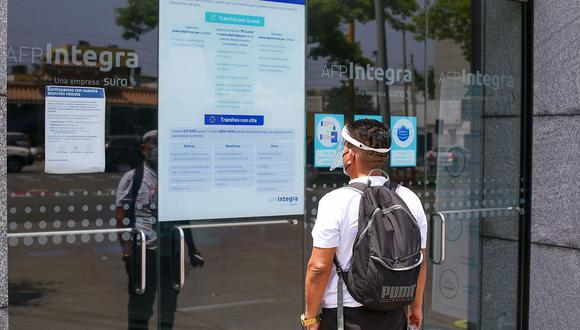 Las AFP se encargan de facilitar las plataformas virtuales para que sus afiliados puedan solicitar el retiro de hasta S/17.600 o 4 UIT de su fondo de pensiones. (Foto: GEC)