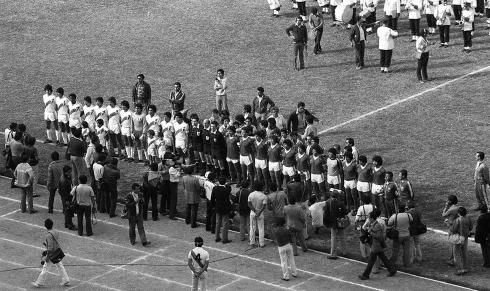 Así formaron los equipos la tarde del 4 de setiembre de 1983. (Foto: GEC Archivo Histórico)