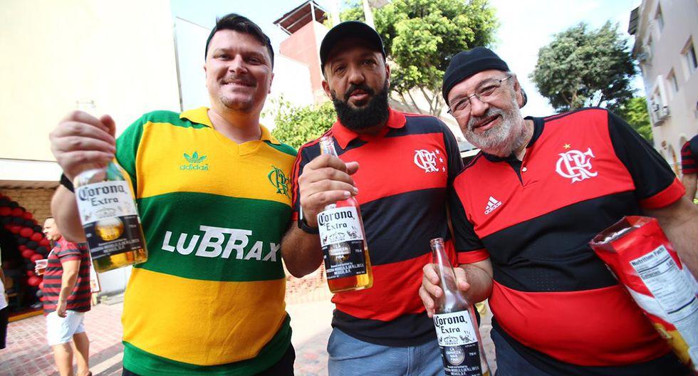 La plantilla del Flamengo partió este miércoles hacia Lima,  animada por miles de hinchas que la acompañaron hasta el aeropuerto de Río de Janeiro. (Foto: Hugo Curotto / GEC)