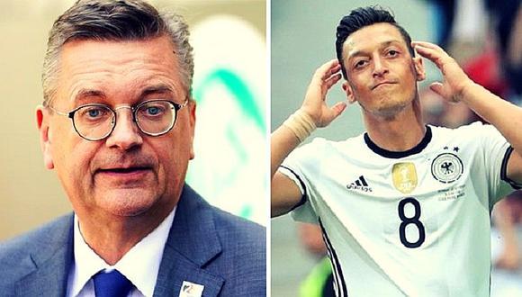 Presidente la Federación Alemana de Fútbol admite haber cometido errores en caso de Mesut Özil