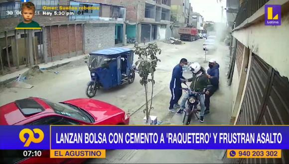 Motociclista se salvó de ser asaltado luego que lanzaran bolsa de cemento a 'raqueteros' en El Agustino. Foto: captura Latina