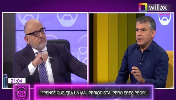 """Julio Guzmán visitó el set de """"Beto a saber"""" y salió con la """"pierna en alto"""" contra Beto Ortiz. (Captura Willax)"""
