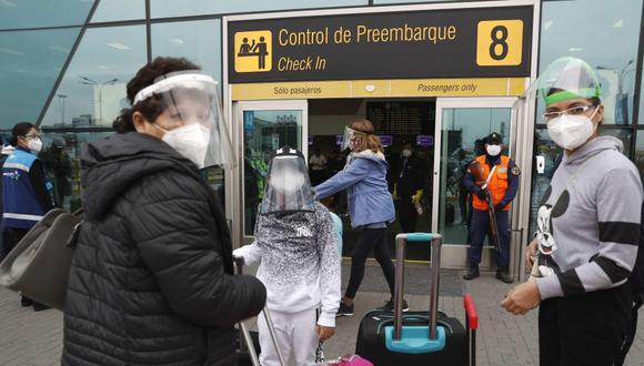 Gobierno ejecuta acciones como la prórroga de la suspensión en vuelos procedentes de Reino Unido, Sudáfrica y Brasil para proteger a los ciudadanos ante las nuevas variantes del COVID-19. Foto: EFE/ Paolo Aguilar