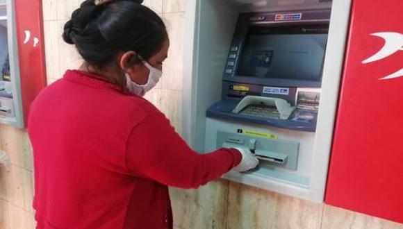 Con la Banca Celular podrás retirar el bono sin necesidad de aglomeración y colas en los bancos (Foto: Andina)