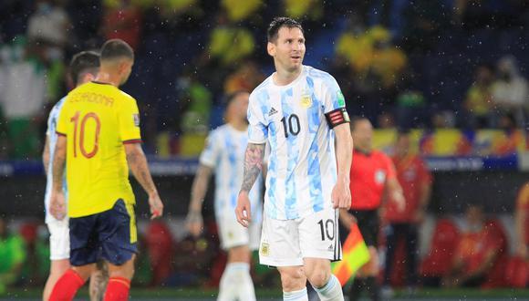Mira la manera poco común en la que un hincha le pide la camiseta a Lionel Messi. (EFE/ Ricardo Maldonado)