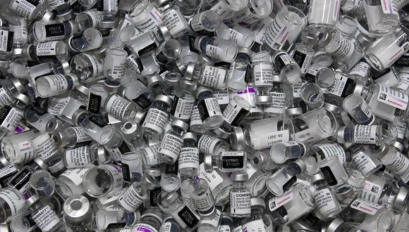 Hong Kong podría tirar a la basura 7.5 millones vacunas Pfizer-BioNTech porque se acerca su fecha de vencimiento y muy poca gente se ha inscrito para ser inoculados. (Photo by Christof STACHE / AFP)