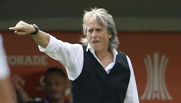 Brazil's Flamengo coach Jorge Jesus gives instructions during the Copa Libertadores final football match against Argentina's River Plate, at the Monumental stadium in Lima, on November 23, 2019. (Photo by Luka GONZALES / AFP)