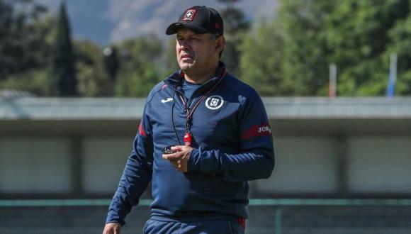 Juan Reynoso es entrenador de Cruz Azul desde esta temporada 2021. (Foto: Cruz Azul)