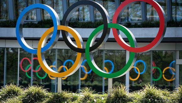 Olympic Rings are seen a the headquarters of the International Olympic Committee (IOC) in Lausanne on March 24, 2020 amid the spread of the COVID-19. - The 2020 Tokyo Olympics have been postponed to no later than the summer of 2021 because of the coronavirus pandemic sweeping the globe, the International Olympic Committee (IOC) announced on March 24, 2020. (Photo by Fabrice COFFRINI / AFP)