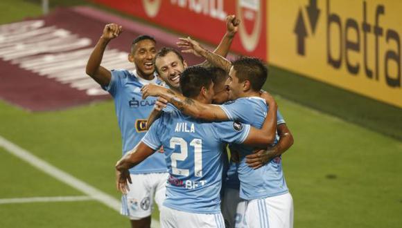 Sporting Cristal derrotó 2-0 a Rentistas en el estadio Nacional y quedó cerca de la Copa Sudamericana.