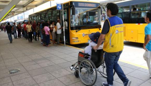 Las personas con discapacidad severa pueden viajar gratis en el Metropolitano. (Andina)