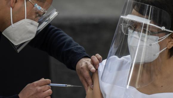 La vacunación masiva contra la COVD-19 en México inició el pasado 12 de enero con la inmunización al personal de salud. Conoce aquí cómo registrarte para recibir la dosis