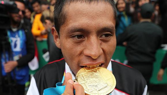 Lima 2019   Christhian Pacheco mostró su medalla de oro previo a la Parada Militar   VIDEO