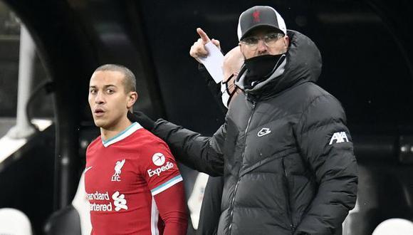 Thiago Alcántara tiene contrato con Liverpool hasta mediados del 2024. (Foto: AFP)