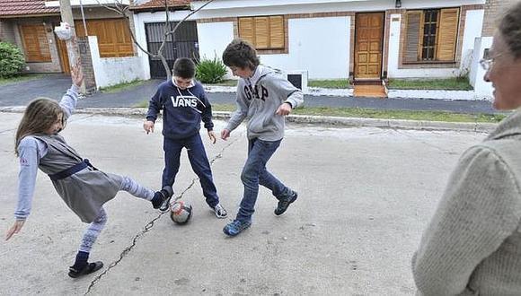 El fútbol libera del estrés a pequeños y grandes