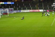 Portero se enojó por un gol que recibió, golpeó a su compañero y fue expulsado   VIDEO