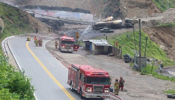 Explosión y posterior incendio de seis cisternas dejaron un muerto y un herido. (Foto: Felix Ingaruca /@photo.gec)