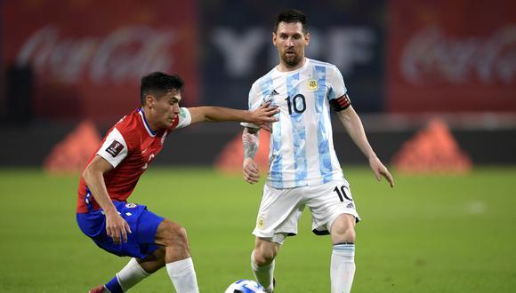 Argentina y Chile igualaron 1-1 por la séptima fecha de las Eliminatorias rumbo a Qatar 2022. (Foto: EFE)