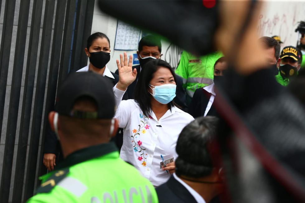 Entrada y salida de la candidata Keiko Fujimori a su centro de votación. Fotos: Alessandro Currarino /@photo.gec