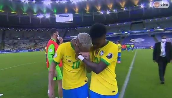 Luego de perder la final ante Argentina, Neymar rompió en llanto en medio del campo.