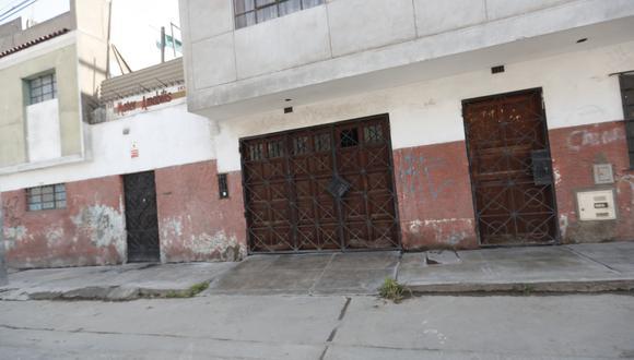 El deceso de los jóvenes ocurrió dentro de un auto en la cochera de esta vivienda. (Foto: GEC)