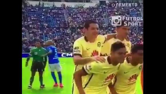 Fútbol mexicano: Jugador del club América se puso cariñoso con compañero [VIDEO]