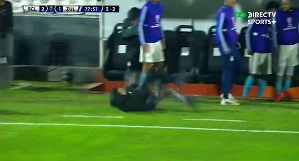Sporting Cristal | Claudio Vivas sufre aparatosa caída y desata las risas de la banca celeste | VIDEO