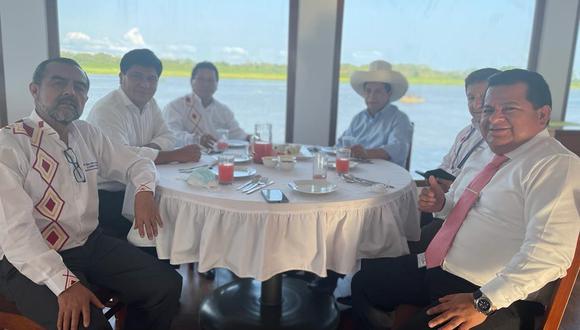 Guido Bellido publicó una foto de su almuerzo con Pedro Castillo e Iber Maraví en Iquitos. (Foto: @GuidoPuka)